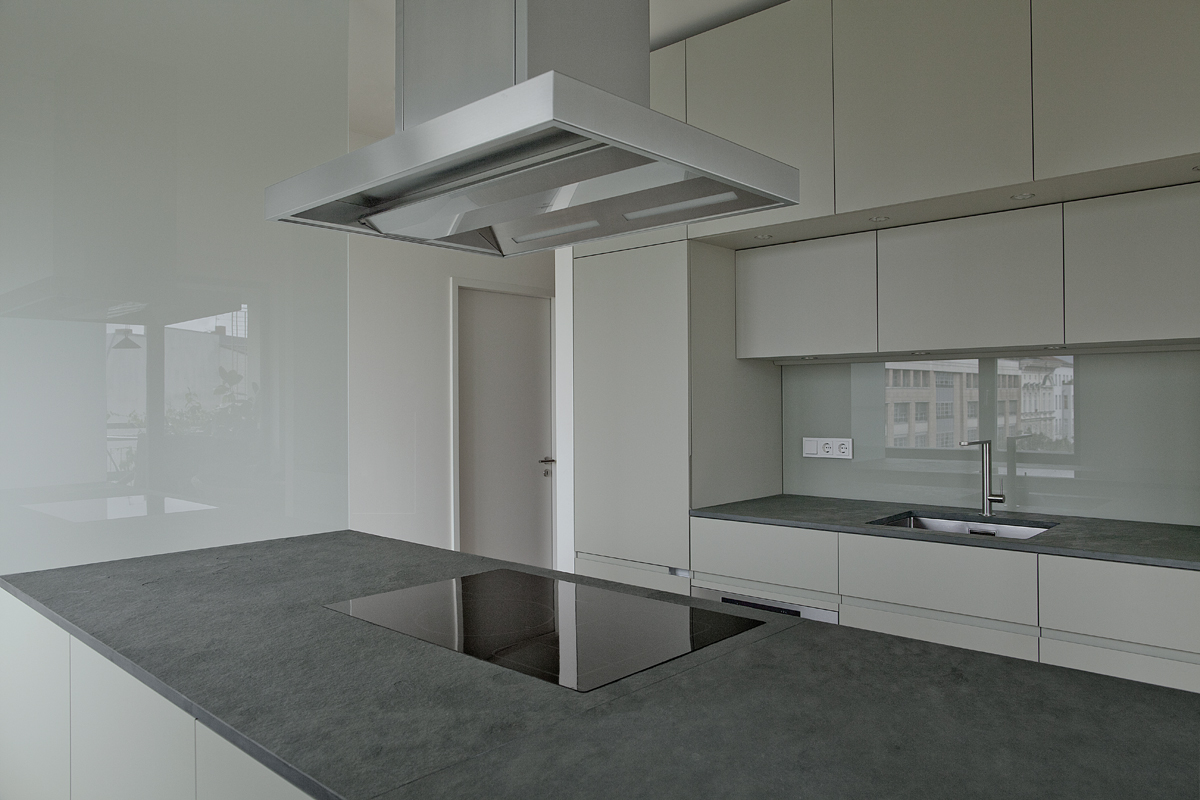 Pohlstrasse 04 - Kücheninsel mit Glaswand -