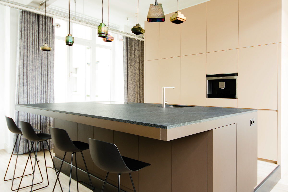 loftk che oranienstrasse k chentresen podest und wandverkleidung. Black Bedroom Furniture Sets. Home Design Ideas
