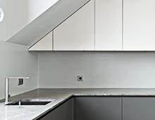 Wohnung Auguststrasse – Küche, Bad & Einbauschränke, Stahlmöbel, Oberflächen