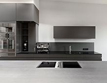 Wohnung Saarbrücker Strasse – Küche SilverTouch, Einbauschränke, Kaminverkleidung