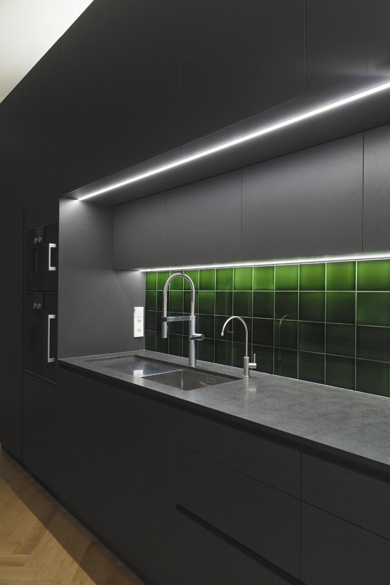 detmolder-str-küche-ansicht-beleuchtet2.jpg