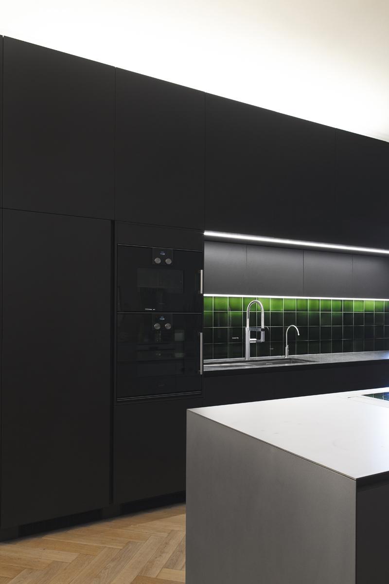 detmolder-str-küche-ansicht-beleuchtet-1.jpg