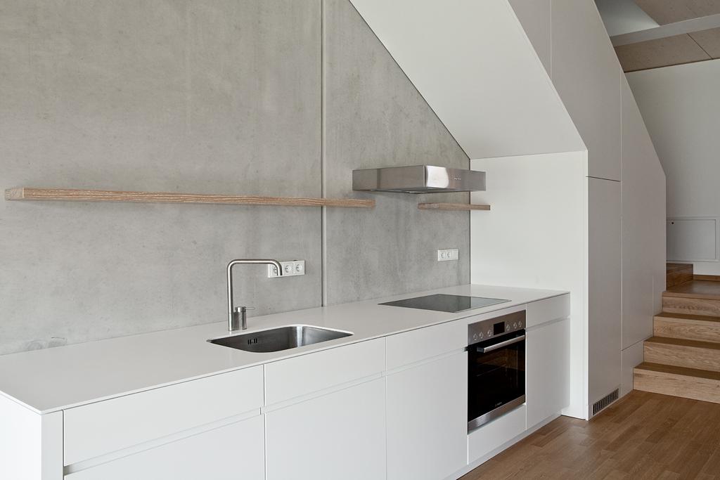 boyenstr-küche-zeile-unter-treppe.jpg
