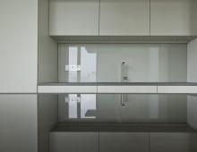 Pohlstrasse 04 – Kücheninsel mit Glaswand