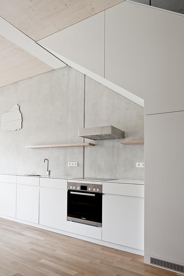 boyenstr-küche-zeile-unter-treppe-ansicht3.jpg