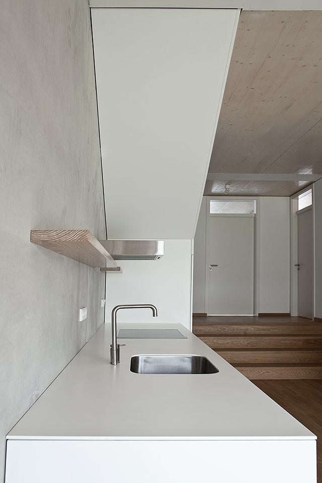 boyenstr-küche-zeile-unter-treppe-ansicht2.jpg