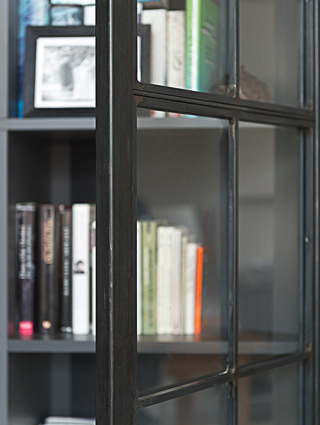 sprossenfenster-metallschrank.jpg